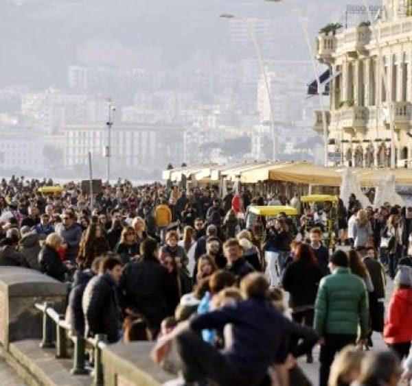 Napoli, turismo risorsa per la città. Abbac invita gli operatori a testimoniarlo con video e commenti