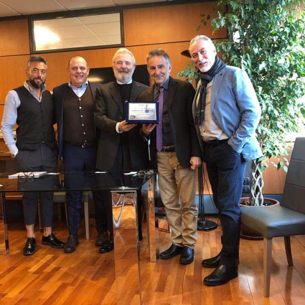 Rilancio della Funivia del Faito, gli operatori Abbac Penisola premiano il Presidente Eav De Gregorio