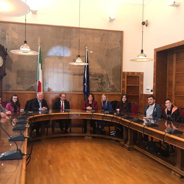 Napoli, accoglienza turistica in città. L'Abbac sponsorizza il progetto Infopoint della Prima Municipalità. Coinvolti gli studenti della Parthenope