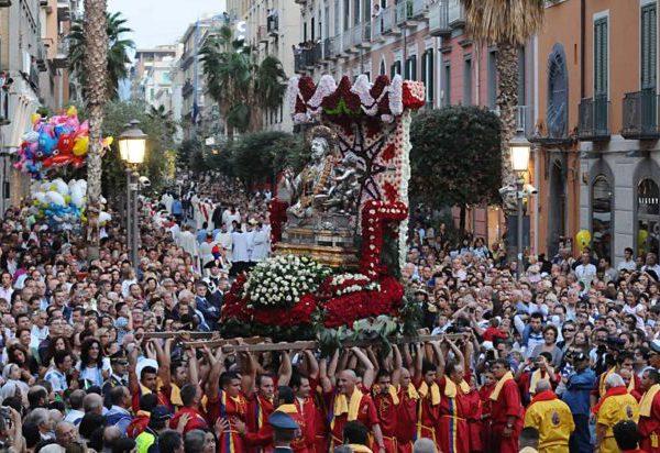 Salerno, San Matteo 2019, tutto pronto, il 21 settembre, per la processione, il concerto di Arbore e i fuochi d'artificio