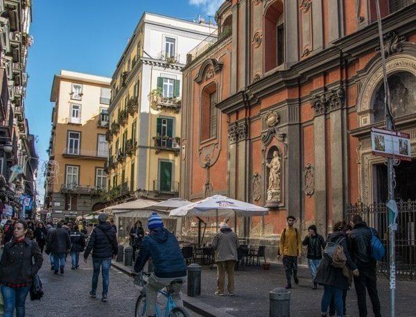 """Napoli, L'Abbac: """"L'Assessore De Majo chiarirà nelle sedi opportune il caso della sua locazione breve. Il Comune garantisca legalità e recupero del centro storico"""""""