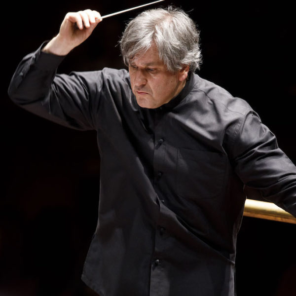 Un'Estate da Re, la grande musica alla Reggia di Caserta, dal 30 luglio al 13 settembre. Si parte con l'Omaggio a Beethoven con l'orchestra diretta da Sir Antonio Pappano