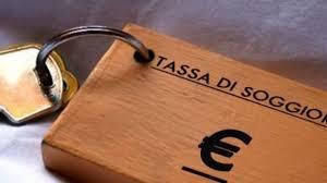 Imposta di soggiorno, Pisa la sospende fino al 31 dicembre ma i Comuni della Campania No. Turismo lasciato solo e tartassato, la denuncia dell'Abbac